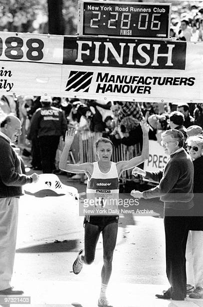 Grete Waitz fastest woman in the 1988 New York Marathon crosses the finish line