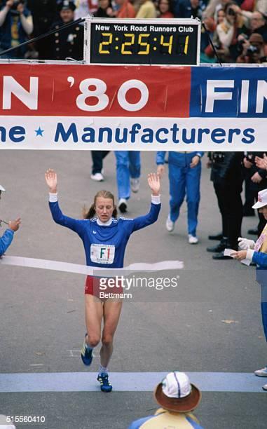 Grete Waitz, Norwegian marathoner winning the New York Marathon for the third time.