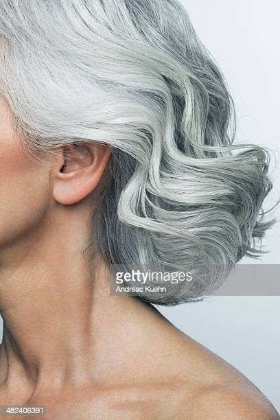 grey haired woman profile, cropped. - graues haar stock-fotos und bilder