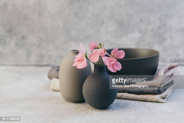 grey handmade ceramic vases in nordic style with linen napkin. home decor - utensílio de cozinha equipamento doméstico - fotografias e filmes do acervo