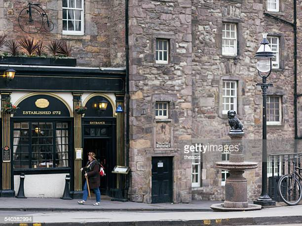 greyfriars bobby statue, edinburgh - theasis stock pictures, royalty-free photos & images
