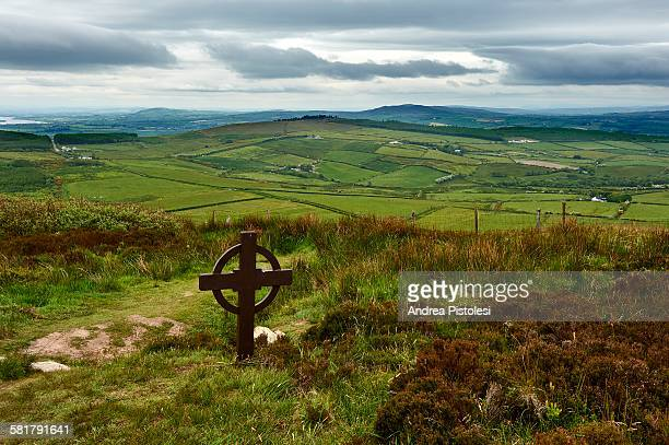 grianan of aileach fort, inishowen, ireland - contea di donegal foto e immagini stock