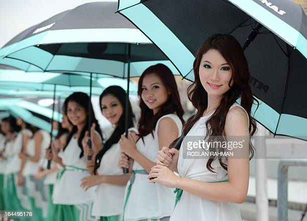 Grid girls line up before the start of the Formula One Malaysian Grand Prix in Sepang on March 24 2013 AFP PHOTO / ROSLAN RAHMAN