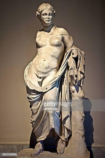 griechische Statueeines Hermaphroditen aus Pergamon Archaeologisches Museum TUERKEI Istanbul 062011 Star der Antikensammlung im Archaeologischen...