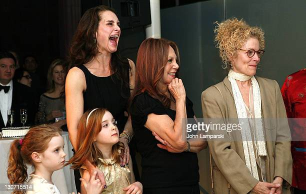 Grier Hammond Henchy Rowan Francis Henchy Brooke Shields Marlo Thomas and Amy Irving attend the 2011 Culture Project Producer's Weekend dinner at...