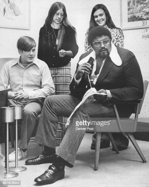 Grier Roosevelt Groups Students Kibitz as Rosey Grier Stitches talks about Learning Visitors from left are Greg Humphries Zanah Stoltz and Jamie...