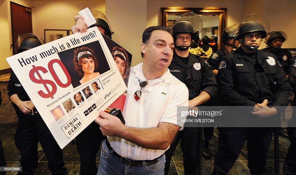 Grigor Sarkisyan continues his protest a : News Photo