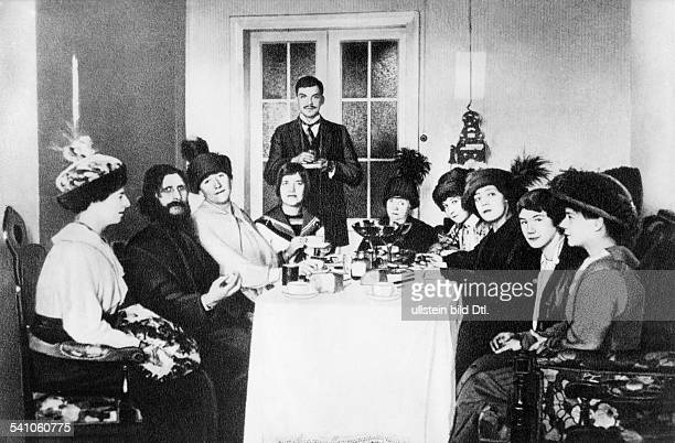 Grigori Rasputin *22011869monk faith healer Russia with court ladies at the Russian Imperial Palace in Saint Petersburg 1914