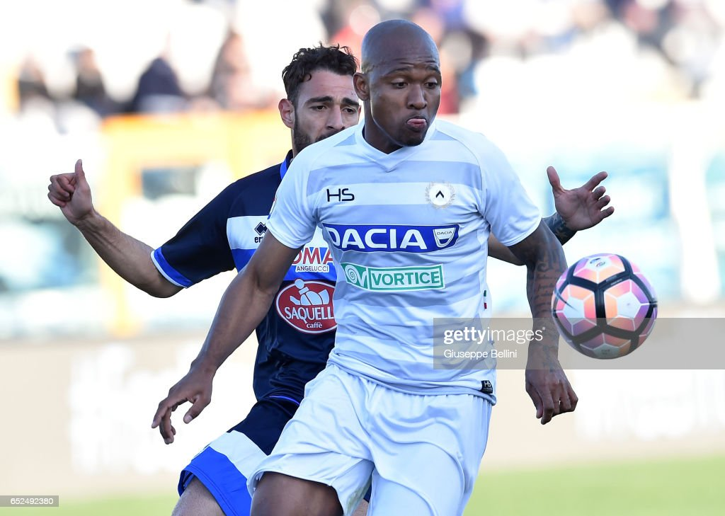 Grigoris Kastanos of Pescara Calcio and Samir of Udinese Calcio in action during the Serie A match between Pescara Calcio and Udinese Calcio at Adriatico Stadium on March 12, 2017 in Pescara, Italy.