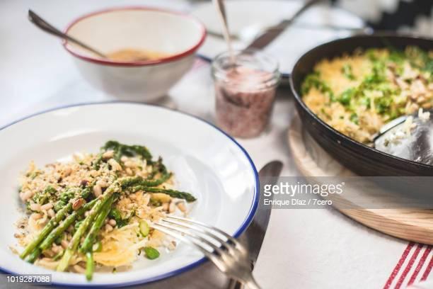 Grilled Asparagus Fideuá, ready to eat