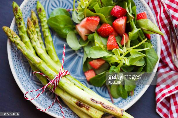 grilled asparagus with strawberries - green salad stock pictures, royalty-free photos & images