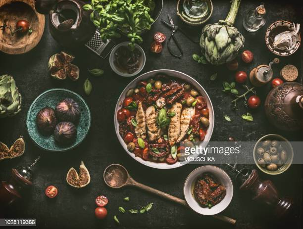 grilled chicken breast with mediterranean ingredients sauce - eten stockfoto's en -beelden