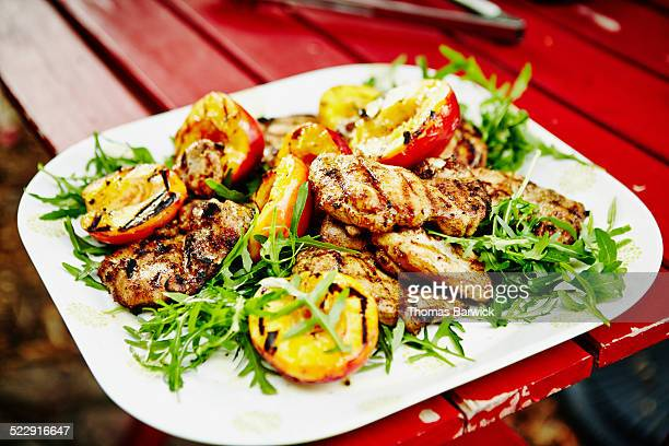 Grilled chicken with nectarines and arugula