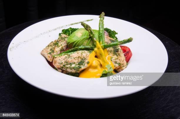 grilled chicken with yellow sauce - comida peruana fotografías e imágenes de stock