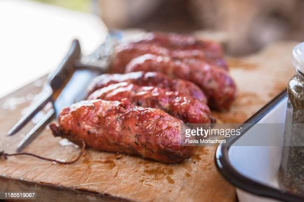grilled chorizo (chorizo asado) - cultura argentina imagens e fotografias de stock