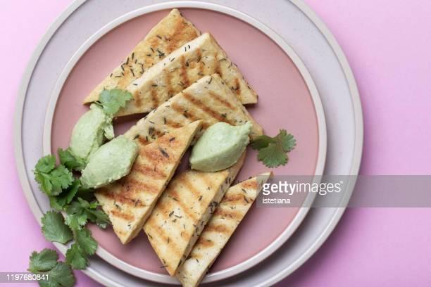 grilled herbed tofu with avocado cream,  vegan meal - sostituto della carne foto e immagini stock