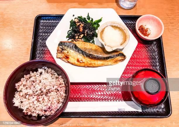 grilled mackerel teishoku - とろ火で煮た ストックフォトと画像