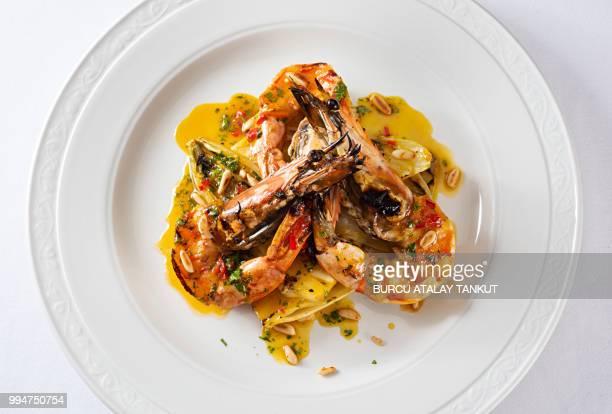 grilled prawns with chicory - cultura portuguesa fotografías e imágenes de stock