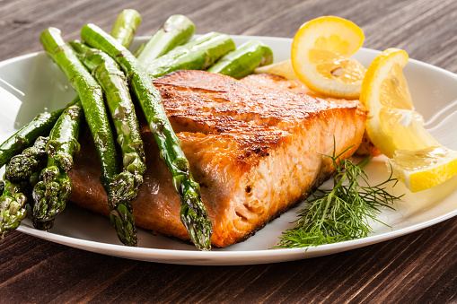 Grilled salmon with French fries and asparagus 1091500222