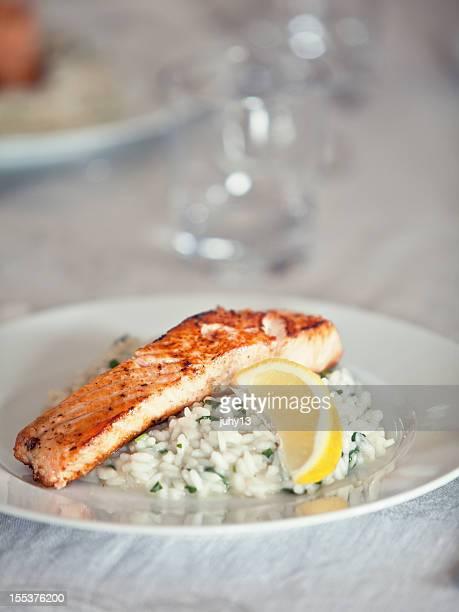 Gegrillter Lachs mit risotto