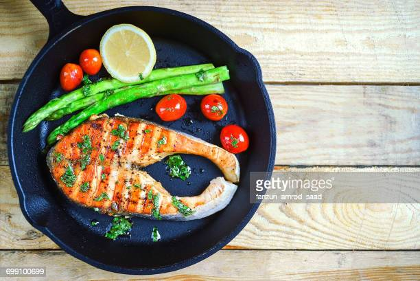 Grilled salmon with tomatoes and asparagus