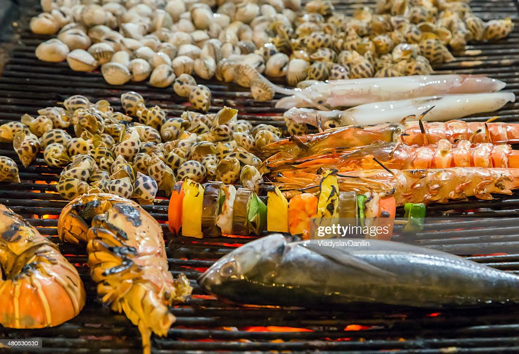 Grilled sea food on the grill : Bildbanksbilder