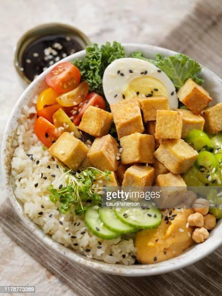 ciotola del buddha di tofu alla griglia - sostituto della carne foto e immagini stock