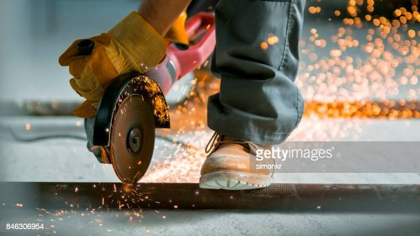 Se utiliza para cortar a través de tubería metálica en planta de molino