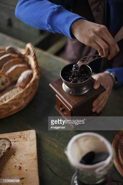 Grinding the coffee