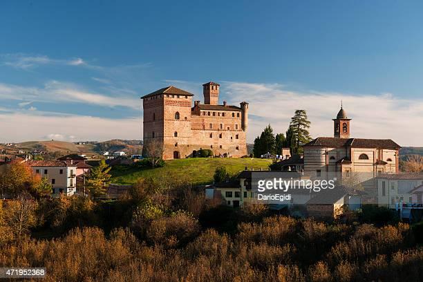 grinzane cavour castelo na piedmont, itália - piemonte - fotografias e filmes do acervo