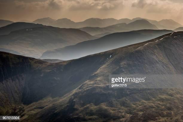 lucio de grisedale cumbre - cumbres - flanco de valle fotografías e imágenes de stock