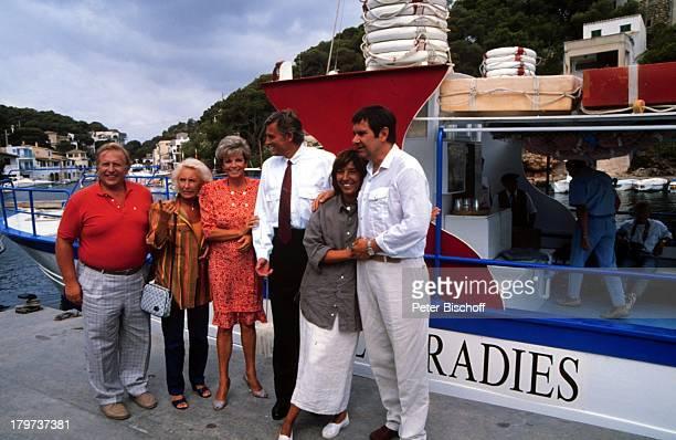 Grit Boettcher Klaus Wildbolz Gerd Baltus Ehefrau Brigitte Rokohl Edith Hancke Klaus Sonnenschein ZDFSerie Hotel Paradies Dreh Mallorca/Spanien Boot...