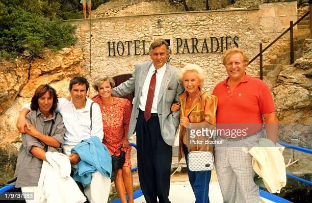 Grit Boettcher Klaus Wildbolz Gerd Baltus Ehefrau Brigitte Rokohl Edith Hancke Klaus Sonnenschein ZDFSerie Hotel Paradies Dreh Mallorca/Spanien Boot