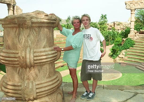 Grit Boettcher, Sohn Tristan, antikes Amphi-Theater, Sun City, Republik Südafrika, Vergnügung- und Freizeitkomplex, antik, Schauspielerin,...