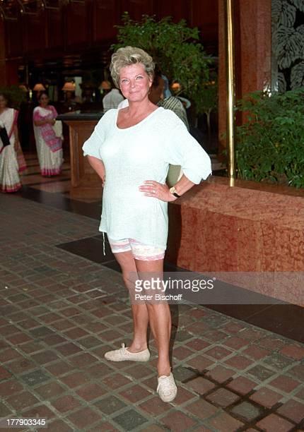 """Grit Boettcher, Sohn Tristan, Hotel """"Cascades"""", Sun City, Republik Südafrika, Vergnügung- und Freizeitkomplex, antik, Schauspielerin, Komödiantin,..."""
