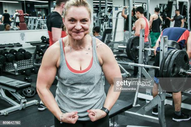 gritty women - body building stock pictures, royalty-free photos & images