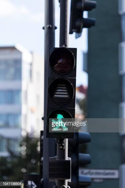 Grüne Ampel mit Ladebalken am Olivaer Platz als Test vom Berliner Senat