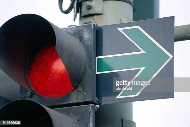 Grüner Pfeil und auf rotgeschaltete Ampel 1998