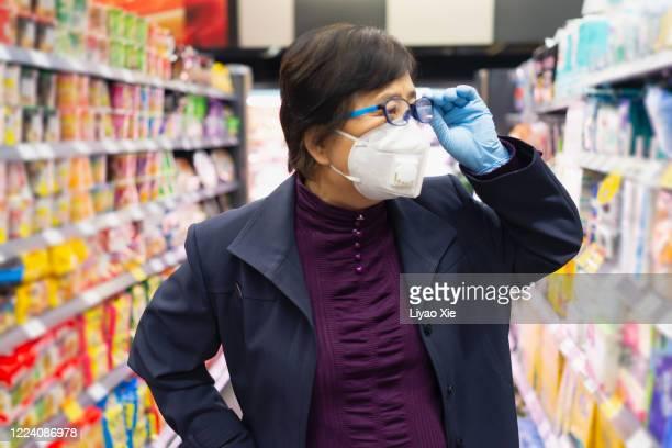 groceries during coronavirus - liyao xie stock-fotos und bilder