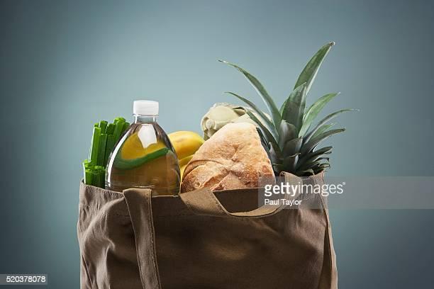 groceries in tote bag - einkaufstasche stock-fotos und bilder