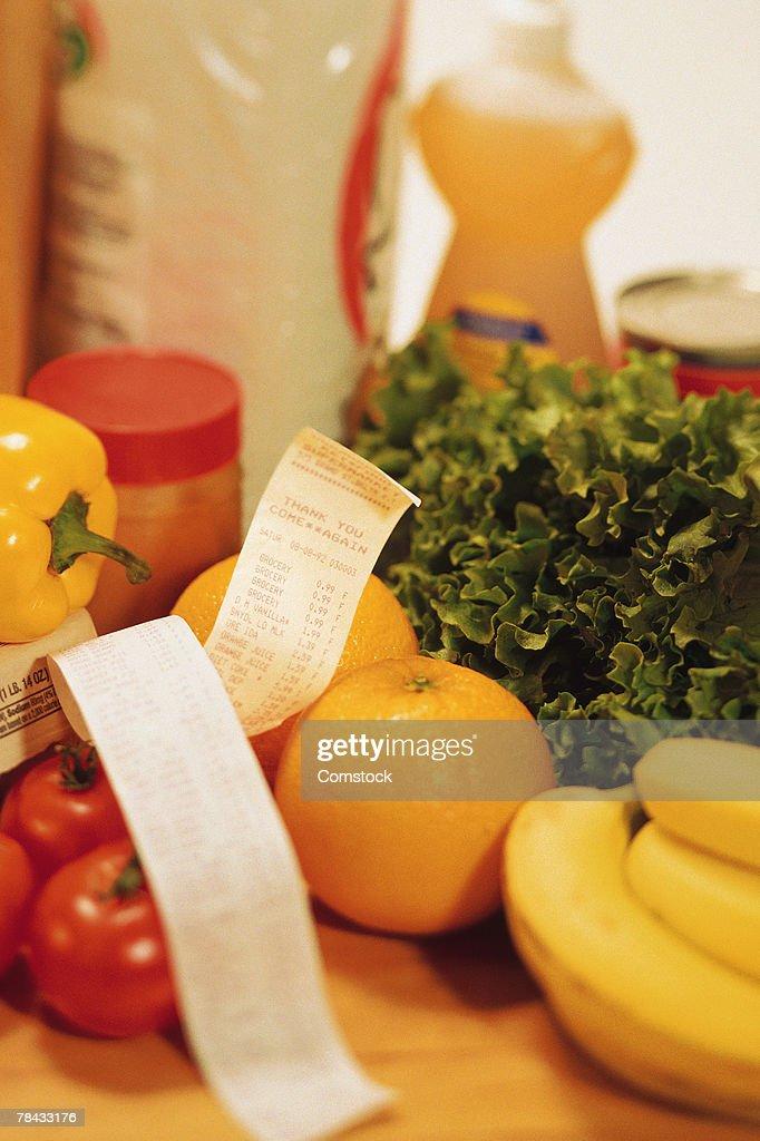 Groceries with receipt : Stockfoto