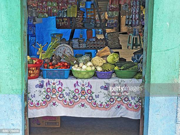 grocery store - guatemala fotografías e imágenes de stock