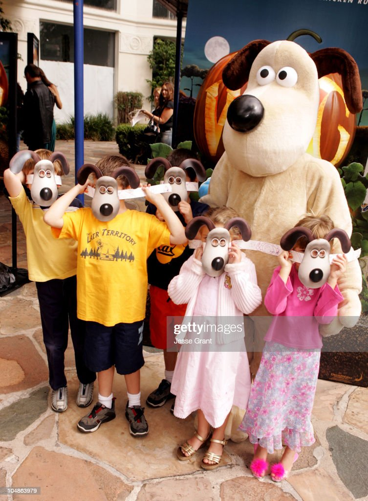 Gromit with fans during u0027Wallace u0026 Gromit The Curse of the Were-Rabbit & Wallace u0026 Gromit: The Curse of the Were-Rabbit