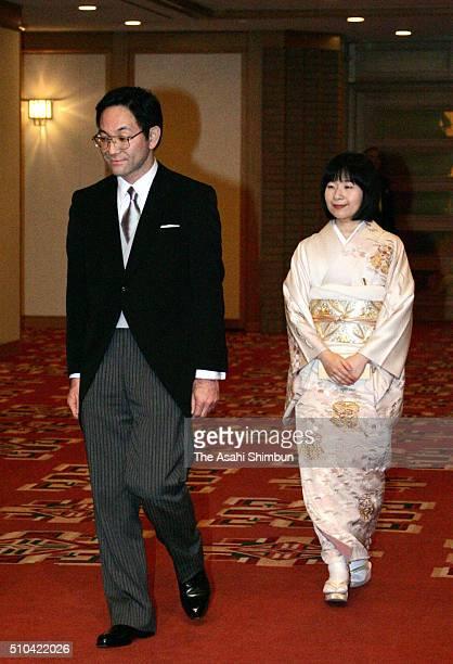 Groom Yoshiki Kuroda and bride Princess Sayako walk the corridor to attend their wedding ceremony at the Imperial Hotel on November 15 2005 in Tokyo...
