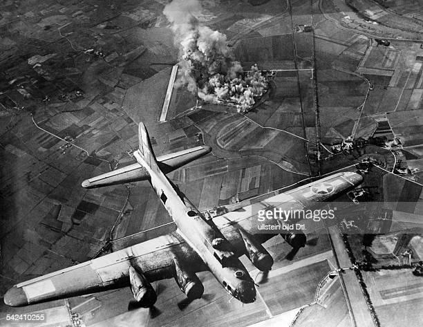 Grosseinsatz der 8 USLuftflotteBombardierung der Endmontagehallen derFlugzeugwerke FockeWulf bei Marienburgin Ostpreussen durch Bomber des TypsBoeing...