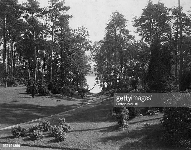 1872 1941 Grossindustrieller Heinenhof Potsdam Landsitz Carl Friedrich von Siemens Blick durch den Park 1912 Foto R Siegert