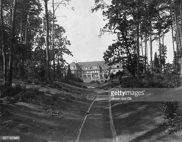 1872 1941 Grossindustrieller Heinenhof Potsdam Landsitz Carl Friedrich von Siemens Blick durch den Park auf das Gebäude 1912 Foto R Siegert