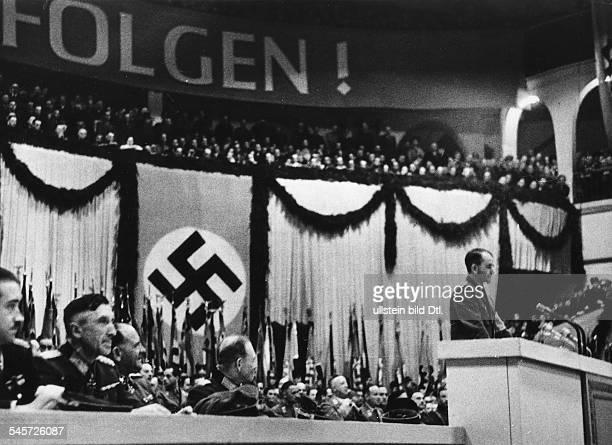 Grosskundgebung im Berliner Sportpalast anlässlichder Verleihung des Ritterkreuzes zumKriegsverdienstkreuz an Vertreter derRüstungsindustrie Albert...