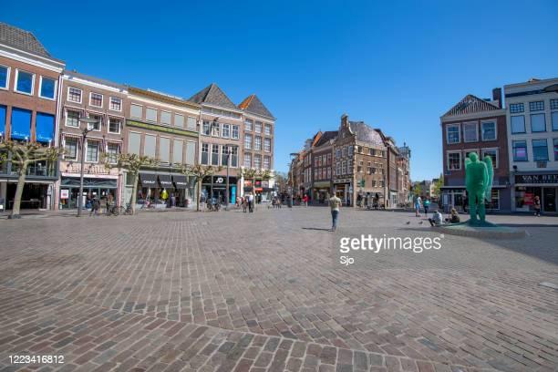 grote markt winkelstraat in centrum zwolle - stadsstraat stockfoto's en -beelden