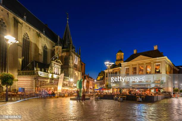 "grote markt square in the city center of zwolle at night - ""sjoerd van der wal"" or ""sjo"" stock pictures, royalty-free photos & images"